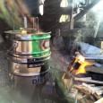 暖房はもちろん!料理もできるロケットストーブの作り方